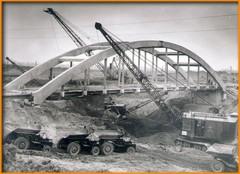 A híd építése